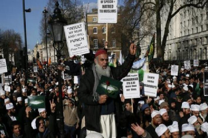 UK Muslims protest against Hebdo cartoons