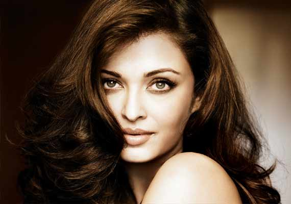 Sanjay Gupta's next, Aishwarya Rai starrer Jazbaa's script ready