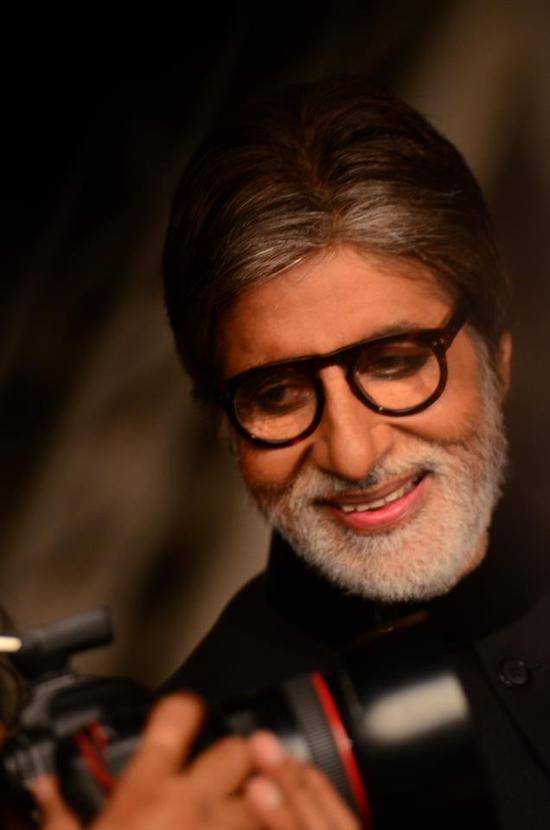 Amitabh Bachchan lends his voice again