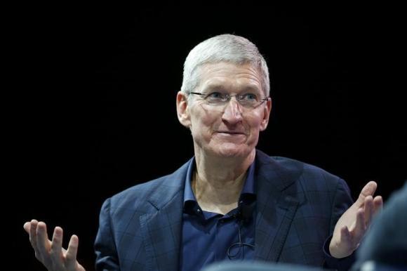 Apple in big solar power deal, market cap closes over $700 billion