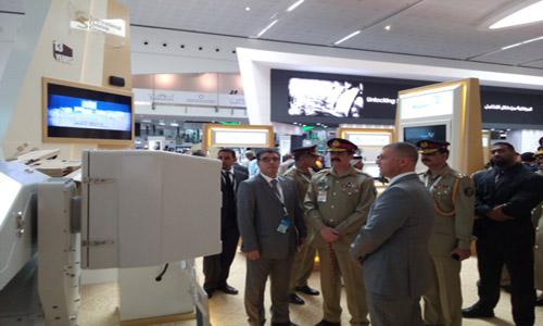 COAS Raheel Sharif attends international defence exhibition in Abu Dhabi