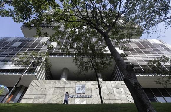 Brazil prosecutor looks to block corruption leniency deal