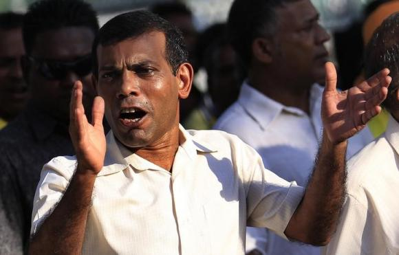 Maldives former president arrested ahead of hearing; clashes erupt