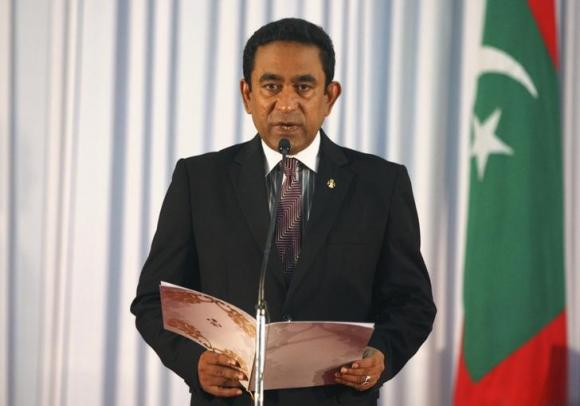 Clashes in Maldives as thousands call for president to quit
