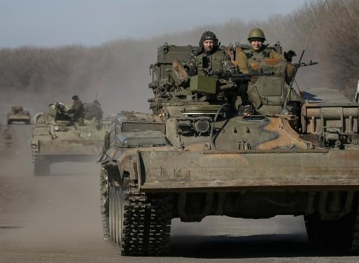 Kiev says cannot withdraw heavy weapons as attacks persist