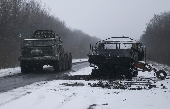 Ukraine truce fades as fighting rages, arms pullback stalls
