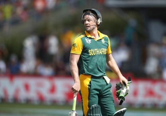 Over-rate ban threat puts pressure on South Africa skipper De Villiers