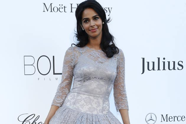 Camps, groups not for me: Mallika Sherawat