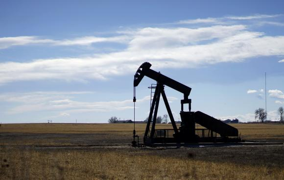 Oil extends rally, but swelling inventory drags