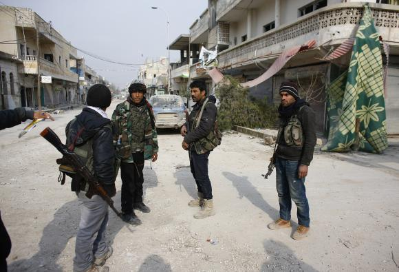Islamic State in Syria seen under strain but far from collapse