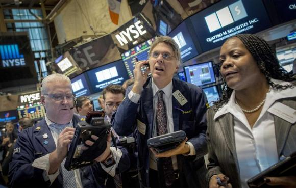 Wall St. ends lower with oil prices, renewed Greece worries