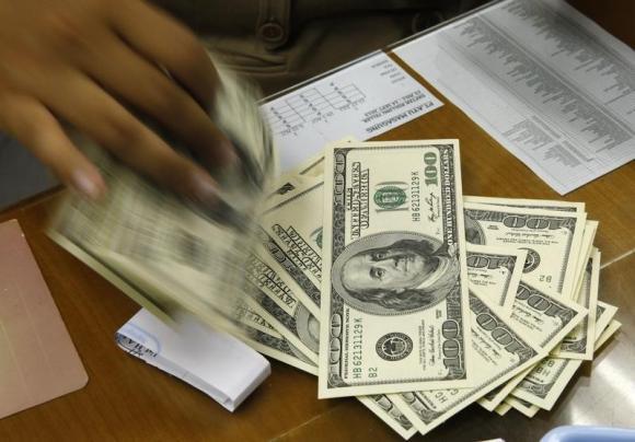 U.S. banks say soaring dollar puts them at disadvantage: WSJ