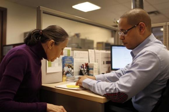 U.S. agency fixes problem hampering Obamacare applications