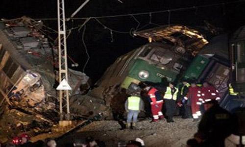Four die as bus collides with trailer in Dera Ghazi  Khan