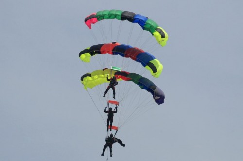 Pakistani paratroopers perform during the Pakistan Day parade in Islamabad March 23, 2015. Pakistan held its first Republic Day parade in seven years on Monday.