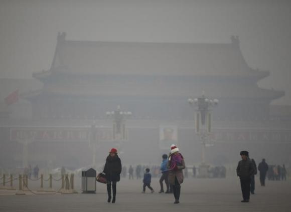Beijing residents gasp for fresh air in the city of smog