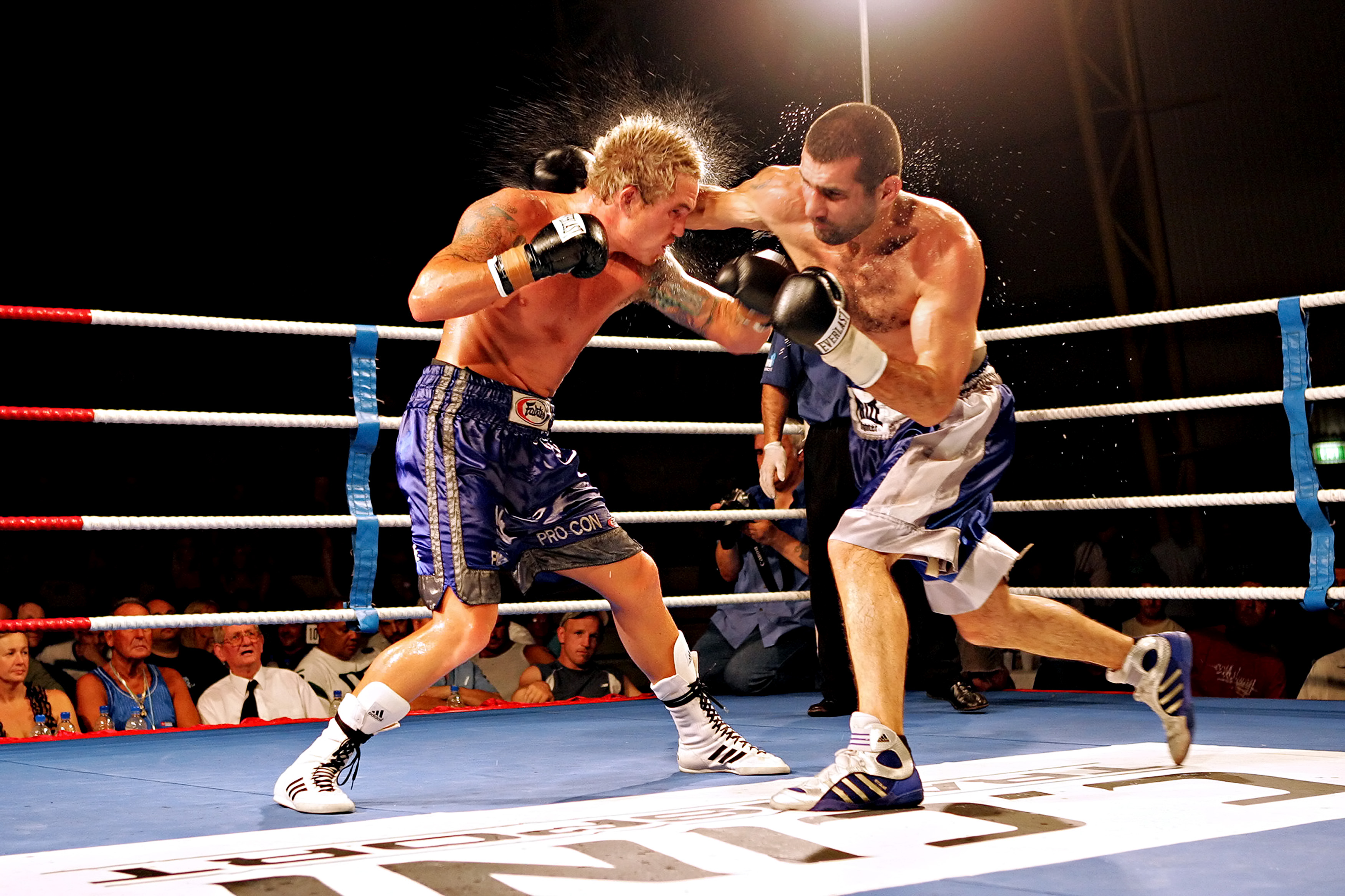 Medics demand ban on boxing in Australia after fighter dies