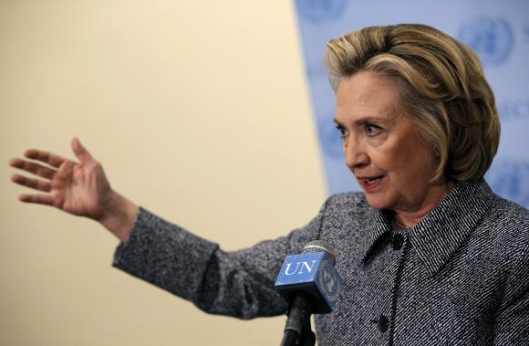 Email controversy may overshadow Clinton presidential launch