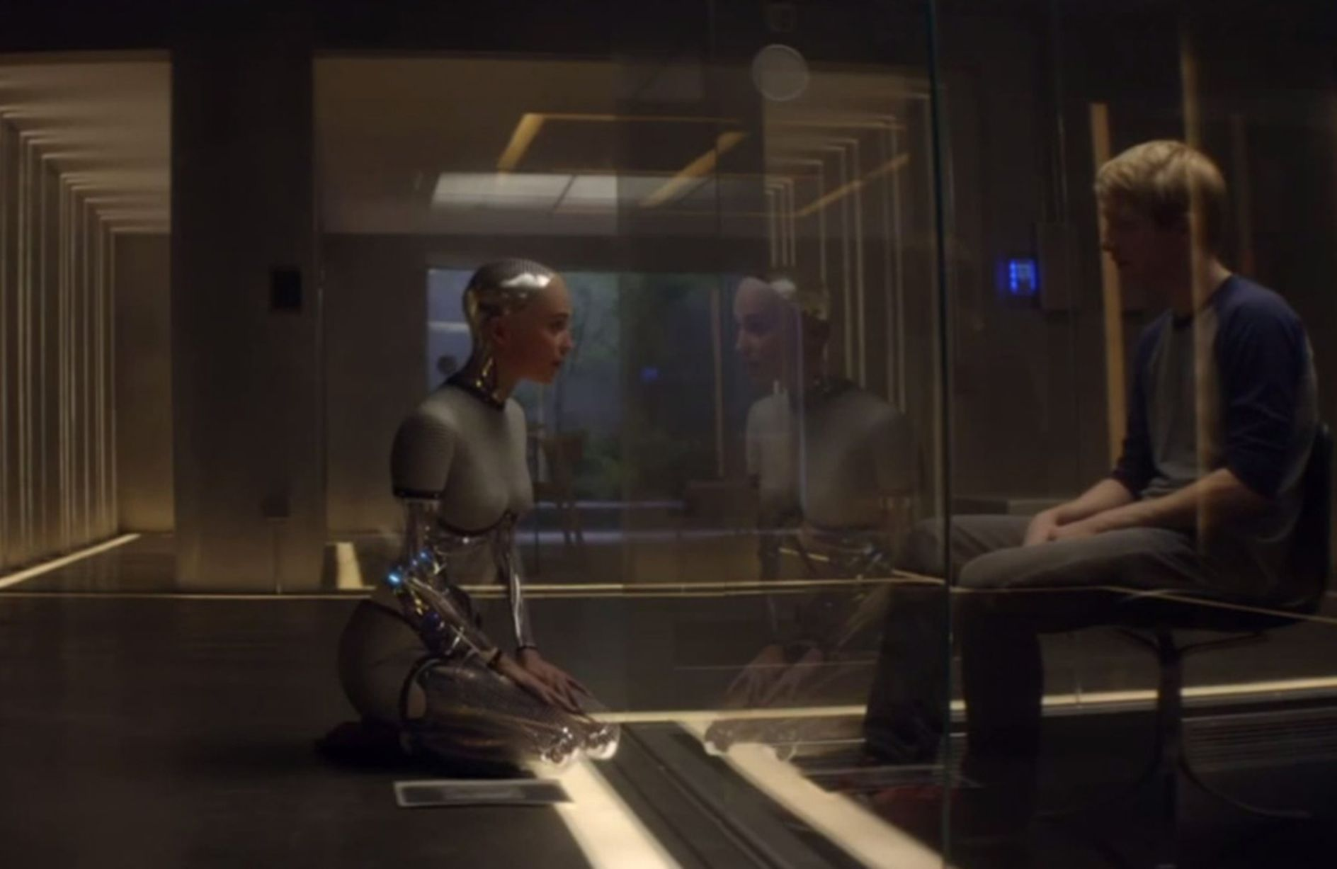 Men in 'Ex Machina' test intelligence of drop-dead cyborg