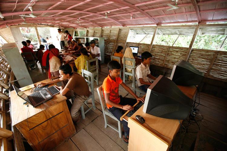 Boat Schools Bring Classroom To Bangladesh S Flood Hit