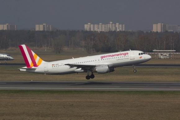 Co-pilot appears to have crashed Germanwings plane deliberately: French prosecutor