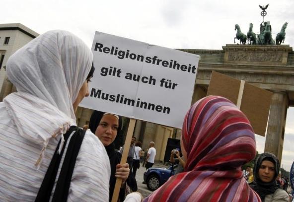 German court overturns ban on headscarves for Muslim women teachers
