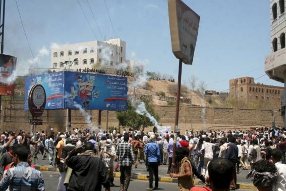Houthis seize strategic Yemeni city, escalating power struggle