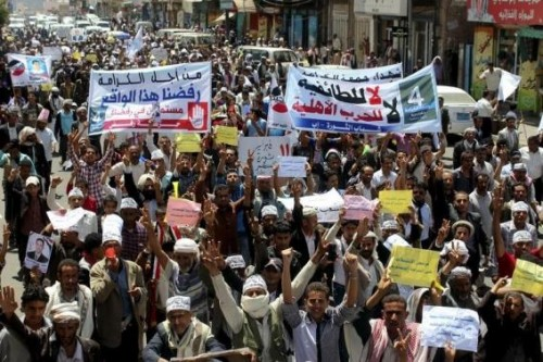 Anti-Houthi protesters demonstrate to show support for Yemen's President Abdu-Rabbu Mansour Hadi in the central city of Ibb March 21, 2015.