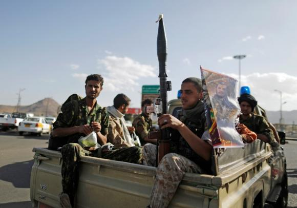 Yemen's Houthis advance towards Aden but deny it's their target
