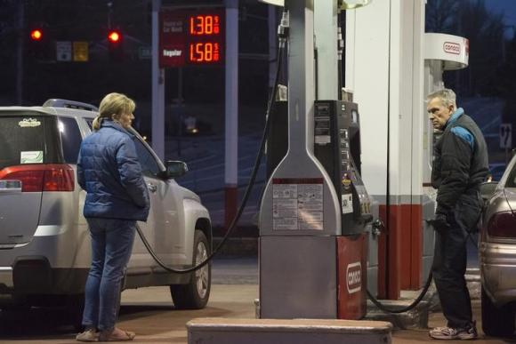 IEA sees renewed pressure on oil prices as glut worsens