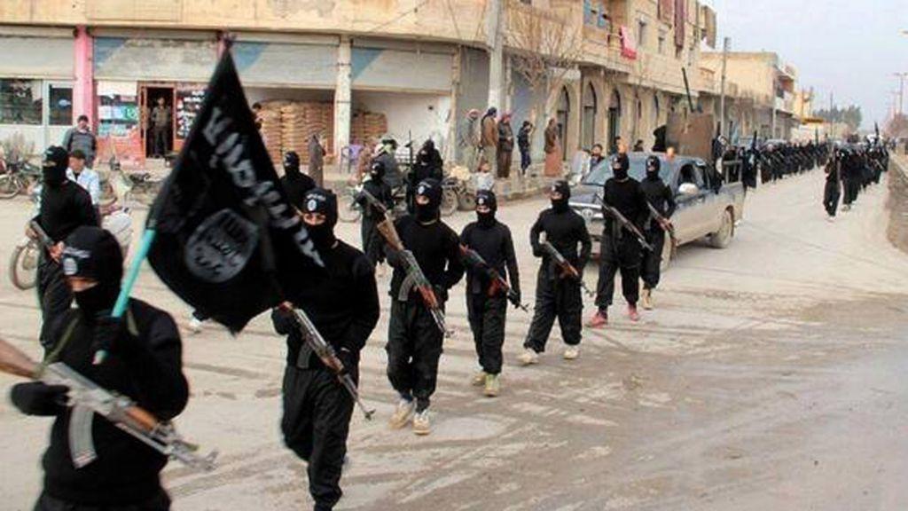 Gunmen kill more than 12 Islamic State militants in eastern Syria
