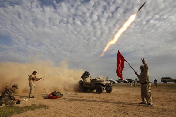 Iraqi troops, militia enter strategic town near Tikrit