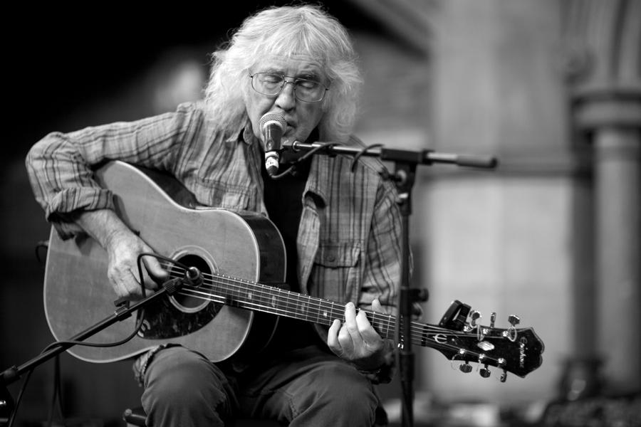 John Renbourn of '60s folk-jazz band Pentangle dies at 70
