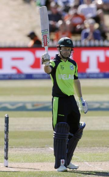 Ireland's Cusack takes two wickets in last over to knock out Zimbabwe