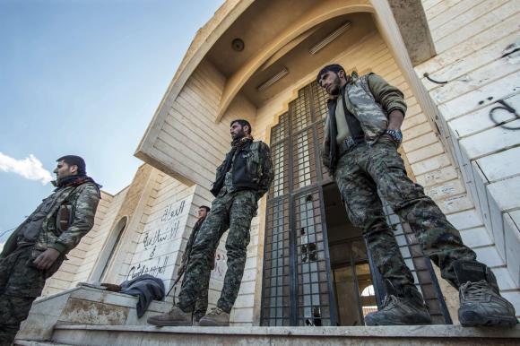 Kurds battle Islamic State in Syria, US-led coalition jets strike