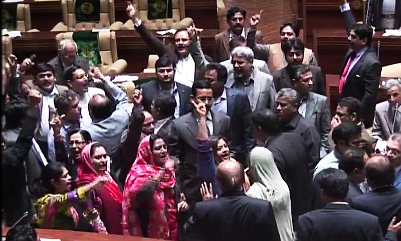 MQM parliamentarians announce to resign