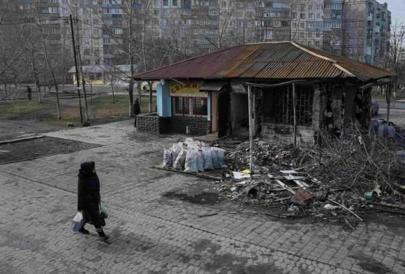 Ukraine's Mariupol holds its breath for next rebel move