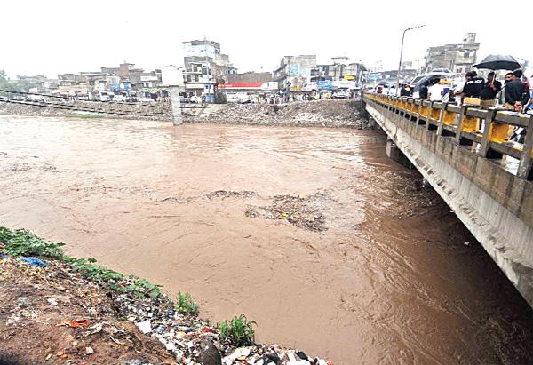 Countrywide rains claim 18 lives, water level in Rawalpindi's Nullah Lai rises