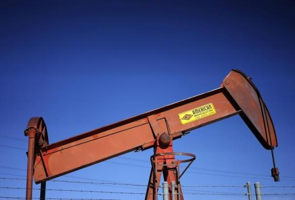 Oil falls in volatile trade on supply worries, dollar and Iran