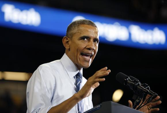 Obama jokes about Clinton email, knocks Republicans at dinner