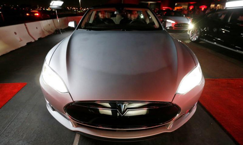 Automakers race to double the driving range of affordable electric cars