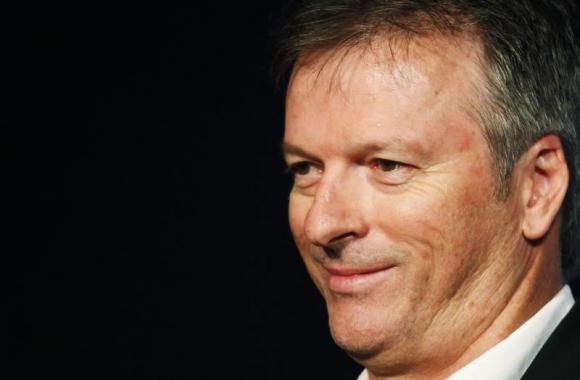 Australia turn to Steve Waugh in battling Pakistan