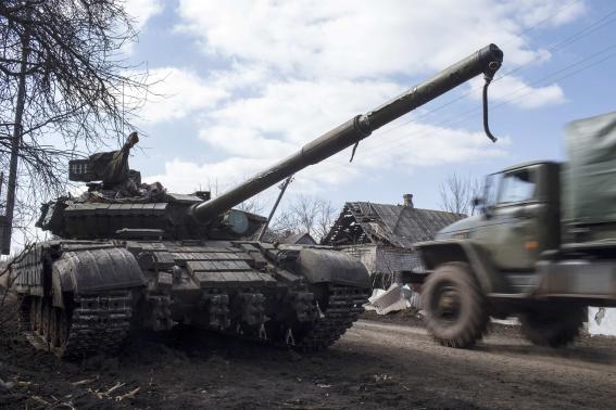NATO chief says Russia still equipping Ukraine rebels