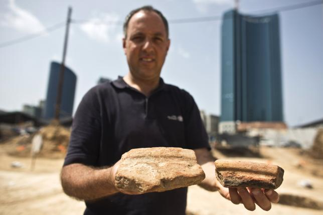 Party like it's 3000 BC: Egyptian beer vessels unearthed in Tel Aviv