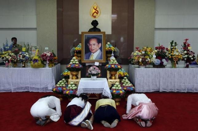 Thai PM asks king's permission to lift martial law