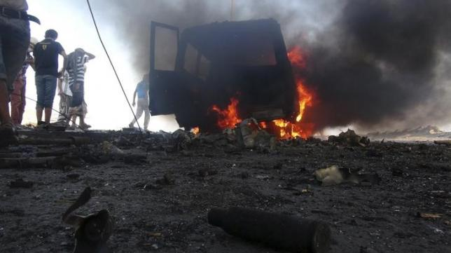 Saudi-led air strikes target fresh Houthi advance on Aden