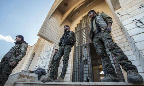 Kurds battle Islamic State in Syria, U.S.-led coalition jets strike