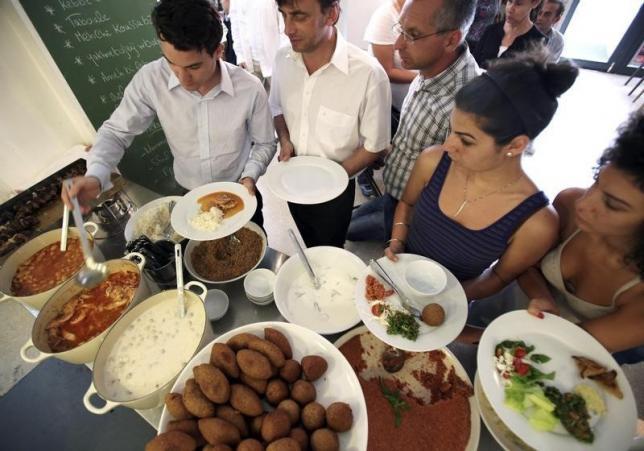 Modern Etiquette – Demystifying the buffet