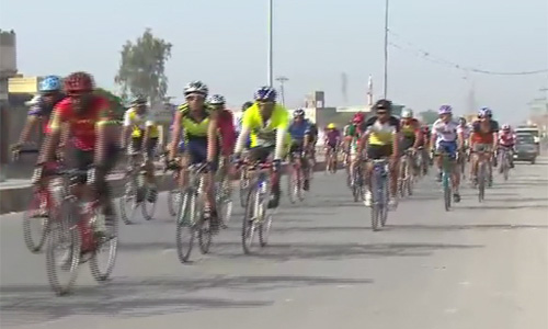 The Tour de Punjab participants head towards Sahiwal.