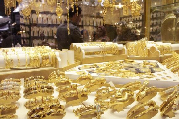 Dollar's strength sends gold tumbling for ninth day